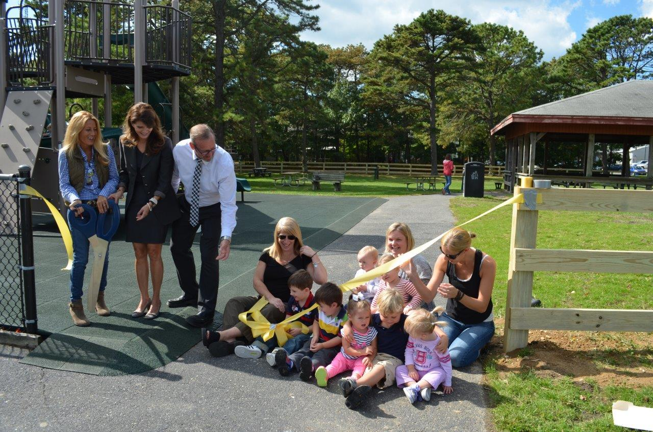 Hampton Bays Mothers Association joined Southampton Town Board Members